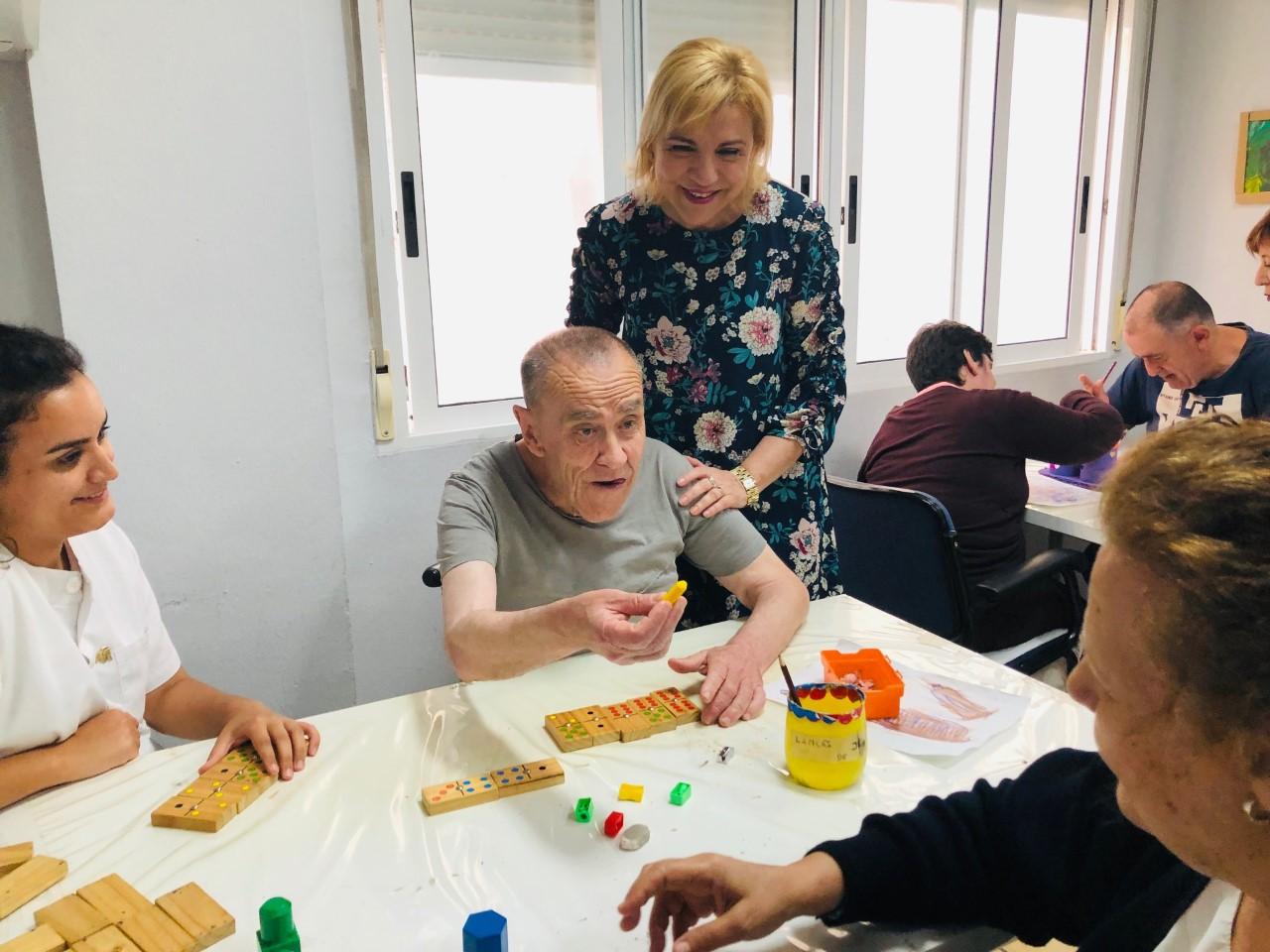 La consejera de Familia e Igualdad de Oportunidades de la Región de Murcia visita el Centro de Día de Fundación AFIM